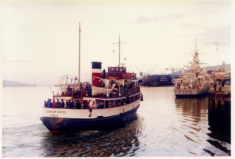 Queen of Scots berthing astern of HMS Brighton at Greenock Custonhouse Quay, 27 August 1977