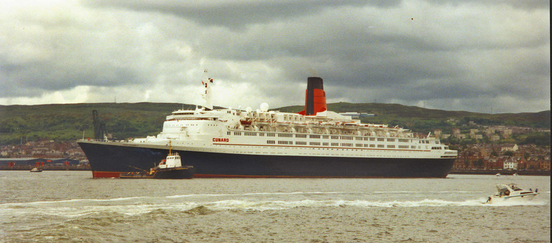 QE2 - departing after her third return to the Clyde<br /> <br /> Picture by Stuart Cameron