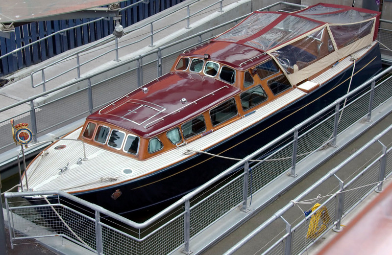 Royal barge, Britannia, Leith, 14 October 2007 1