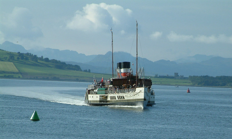 Waverley crossing the Tail of the Bank with the Rosneath peninsula and the impressive hills of Loch Long beyond