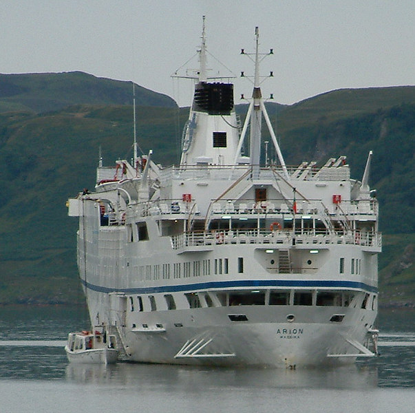 Arion's tenders prepares to land passengers at Oban