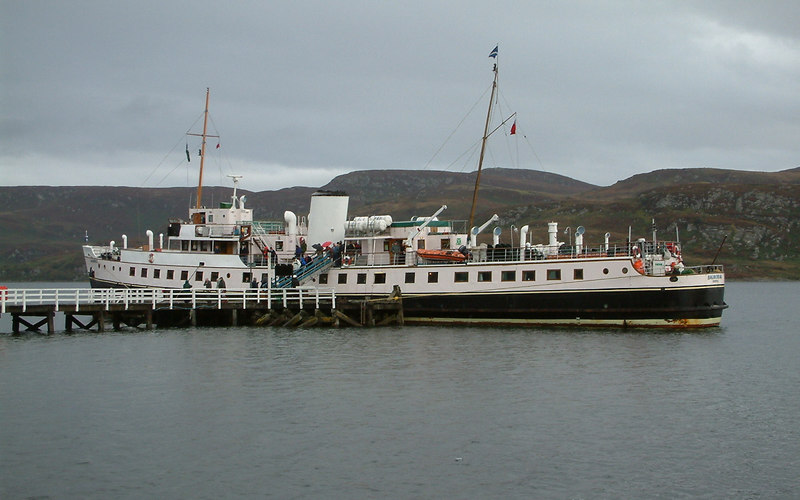 Balmoral at Tighnabruaich - final 'steamer' call of 2003
