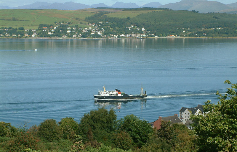 Pioneer leaving Gourock for Dunoon