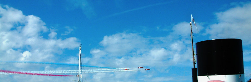 The Red Arrows swoop low over Waverley