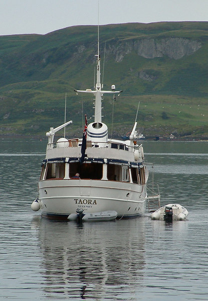 Guernsey-registered Taora anchored in Oban Bay