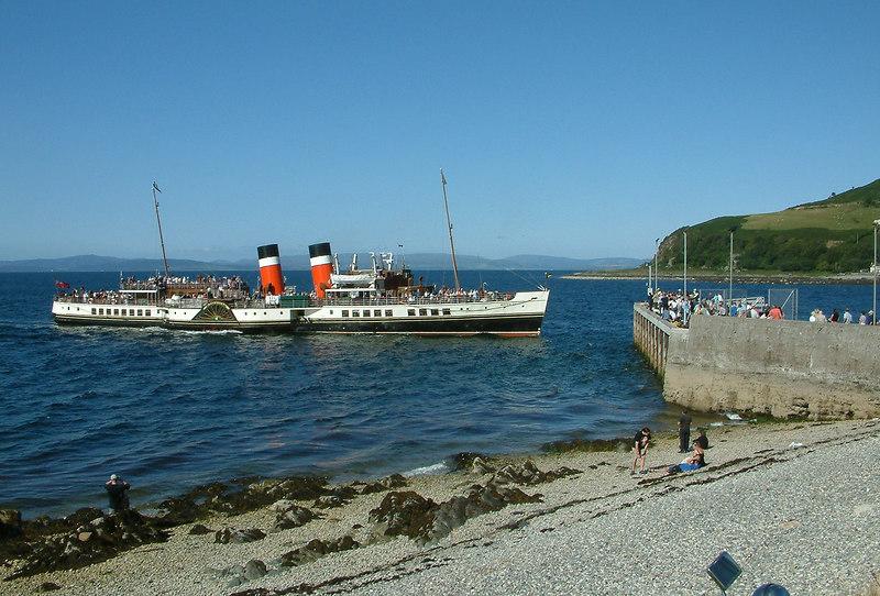 Waverley arriving at Lochranza