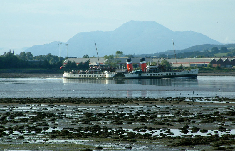 Waverley sailing up the Clyde with Ben Lomond as the background