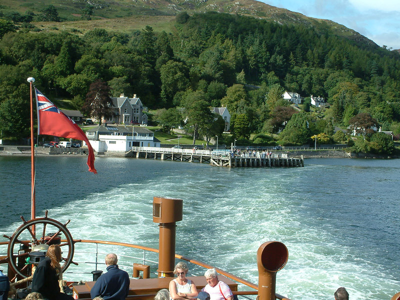 View aft from Waverley leaving Tighnabruaich after the final call of 2003