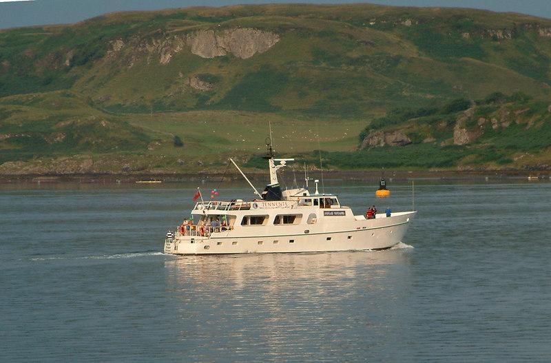 Poplar Voyager leaving Oban