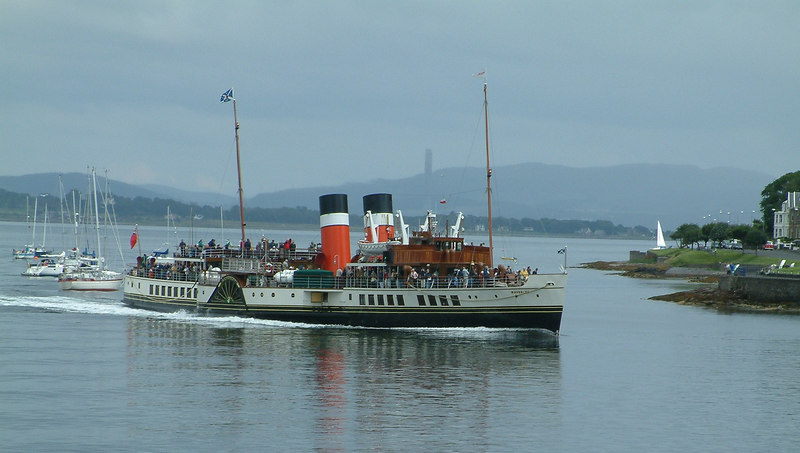 Waverley arriving in Rothesay Bay