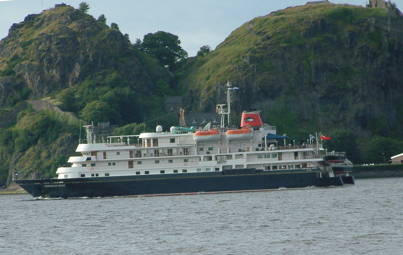 Hebridean Spirit passing Dumbarton Rock