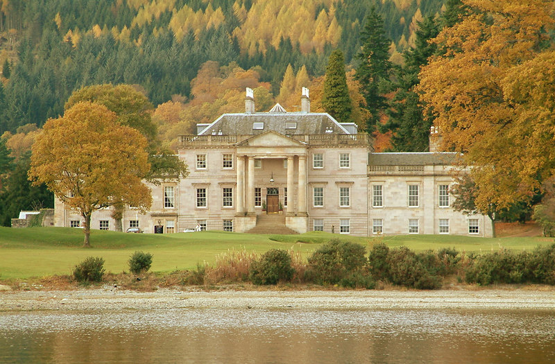 Rossdhu looked spectacular in the autumnal shades