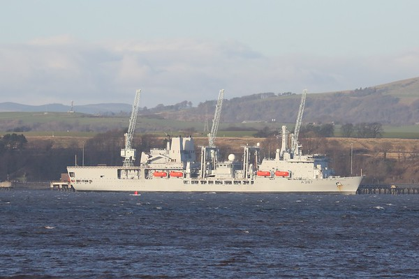 A387 RFA Fort Victoria at Crombie