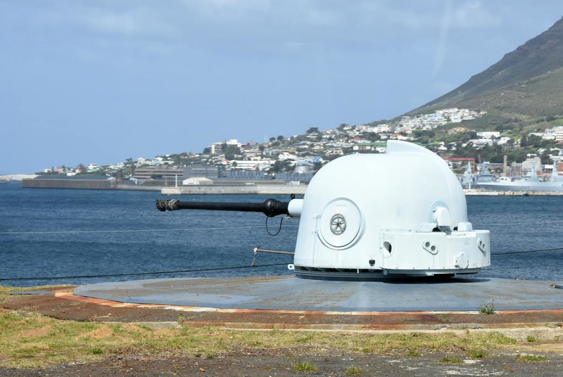 Lower North Battery gun, Simon's Town harbour, 13 September 2018.  This looks very modern. It may be used for saluting.