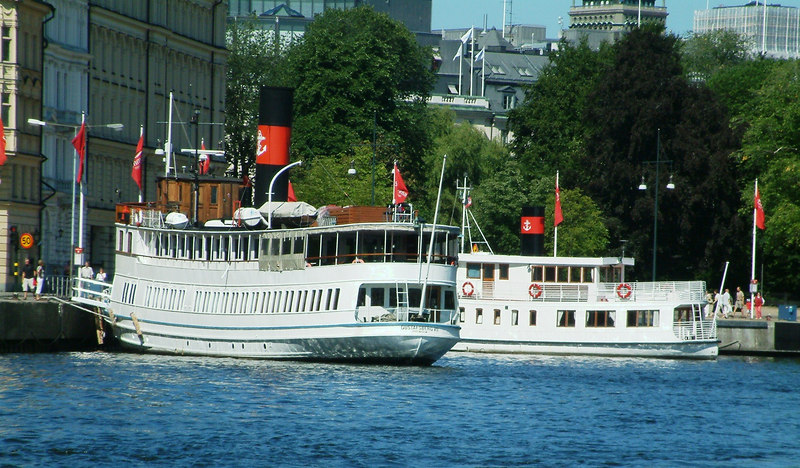 MV Gustafsberg VII and MV Gustaf III at Nybroviken, Stockholm, 30 07 2006