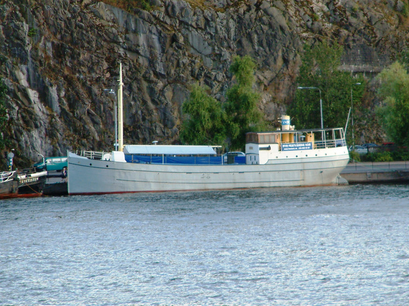 Unknown cargo vessel at Soder Malarstrand, Stockholm, 28 07 2006