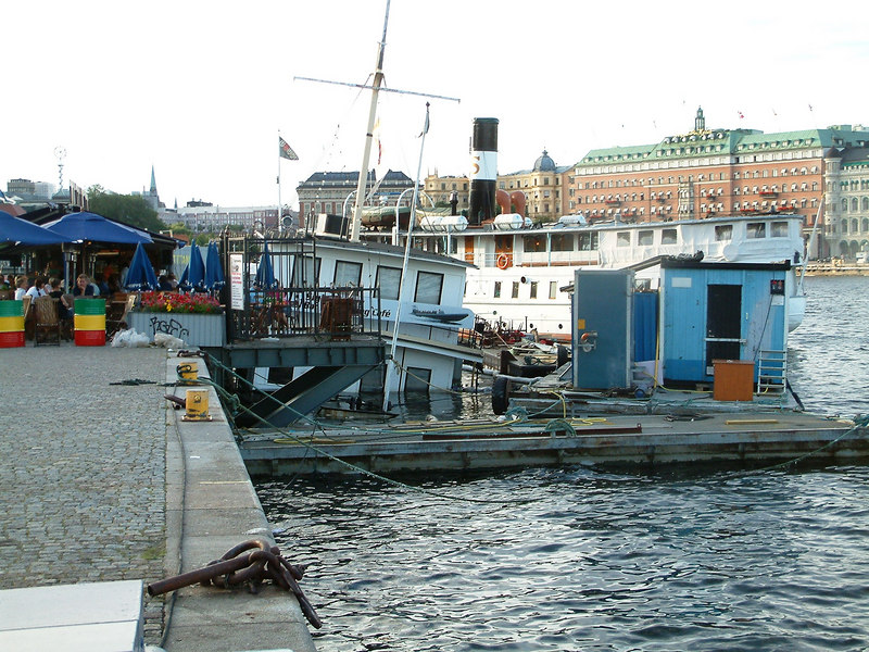 Sunken restaurant ship at Stockholm, 27 07 2006