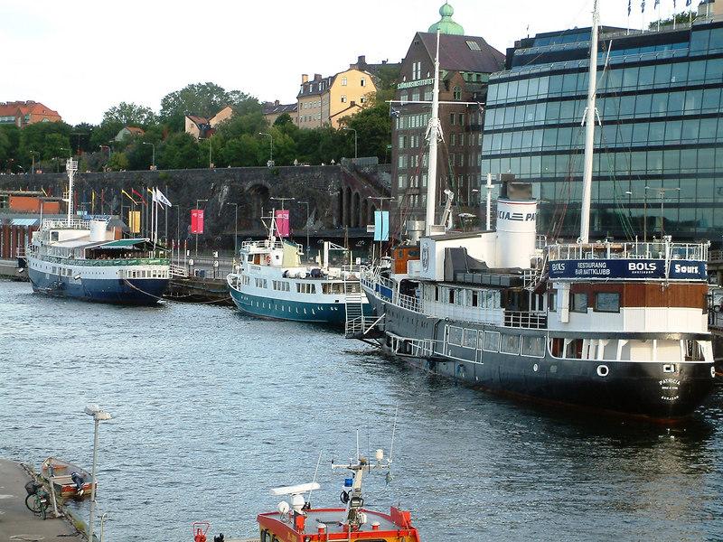 Three restaurant shipd at Slussen, Stockholm, 27 07 2006