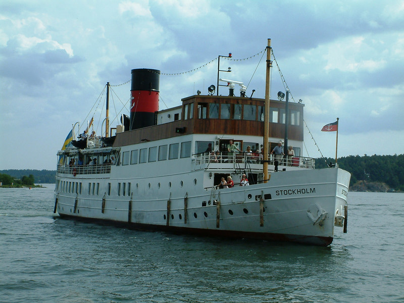 MV/SS Stockholm heading over from Vaxholm Castle pier to Vaxholm, 28 07 2006