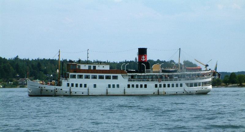MV/SS Stockholm approaching Vaxholm Castle pier , 28 07 2006