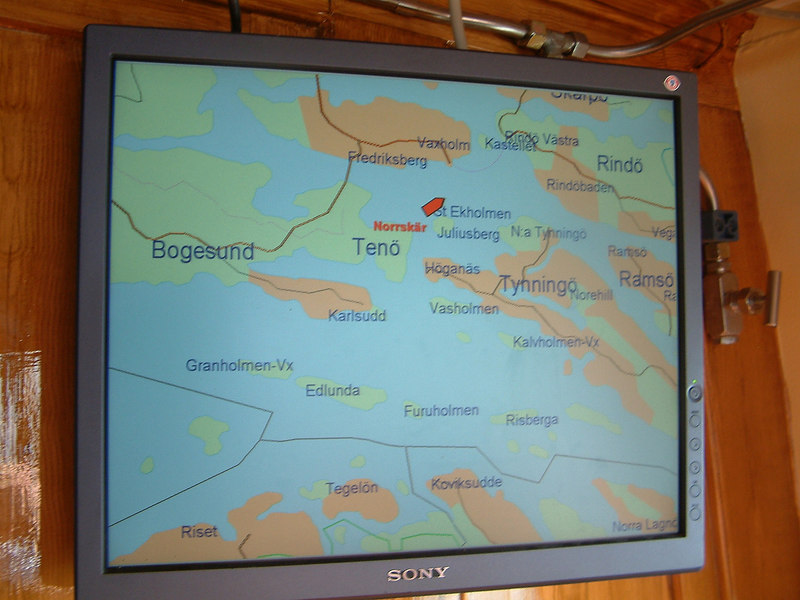 Electronic chart display showing SS Norskar heading towards Vaxholm