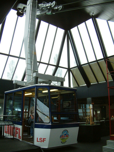 Example of a modern 'cablecar'