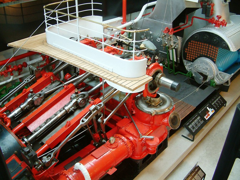 Paddle steamer Pilatus engine and boilers