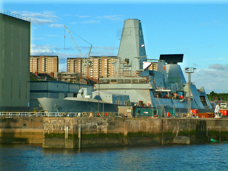Later in February 2006 HMS Daring was berthed in the No 1 Elderslie drydock (Scotstoun) where she is seen above on 24th June 2006. By the end of 2006 she had been moved into the newly refurbished No 3 Drydock at Elderslie.