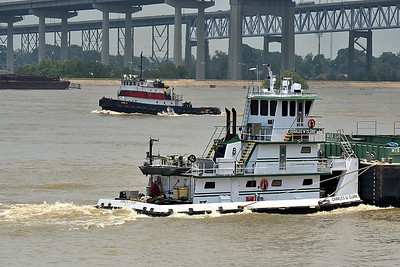 Tug boats passing on the Mississippi