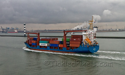 Container Ship 'Pioneer Bay