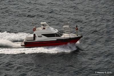 Pilot Waving PILOT BOAT II Salvador 07-12-2015 07-30-06