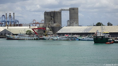 WOEN YU no 168 moreTuna Longliners stern GULF STAR I Port Louis Mauritius 14-12-2017 12-04-09
