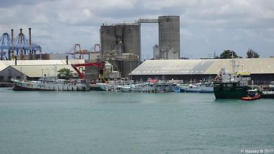 WOEN YU no 168 moreTuna Longliners stern GULF STAR I Port Louis Mauritius 14-12-2017 12-04-08