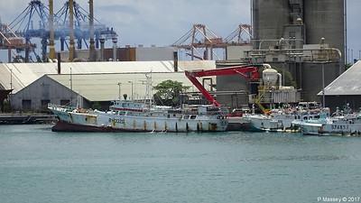 WOEN YU no 168 moreTuna Longliners stern GULF STAR I Port Louis Mauritius 14-12-2017 12-04-14