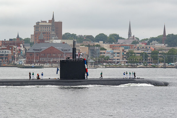 The USS Springfield (SSN-761) passes by the New London waterfront on her way home
