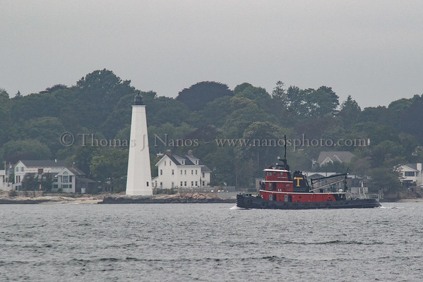 The tug Paul A. Wronowski heads south in the Thames River to meet up with the USS Springfield