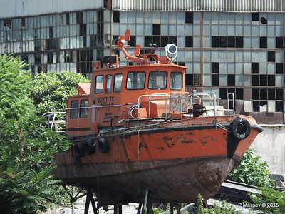 PILOT 75 abandoned Golden Horn Shipyard Istanbul 20-07-2015 08-13-003