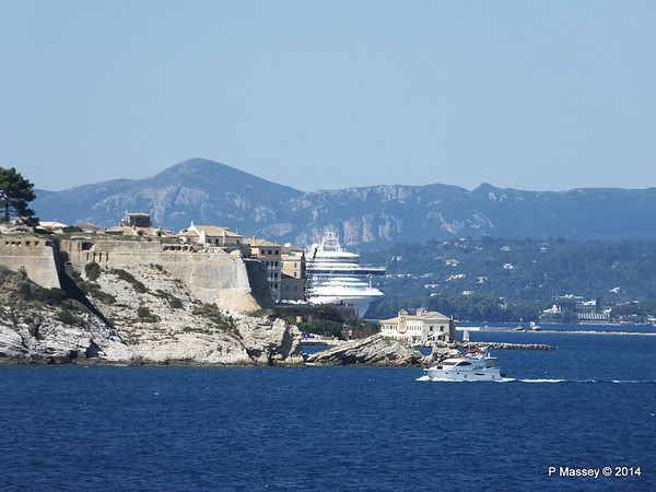 VENTURA over En Plo Restaurnat Faliraki Corfu PDM 27-09-2014 13-02-041