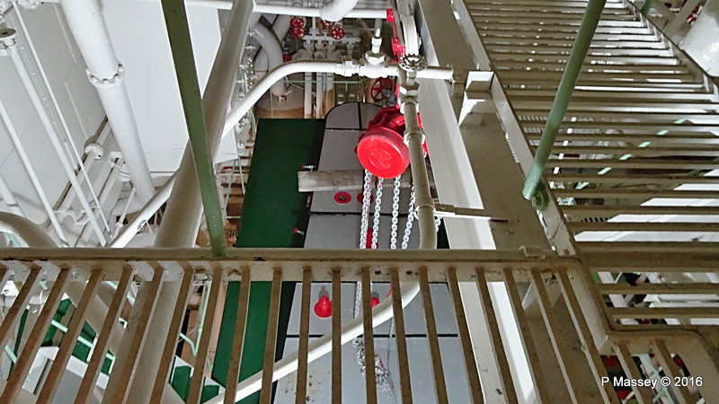 Down to Engine Room ss HELLAS LIBERTY Piraeus PDM 30-10-2016 12-49-14