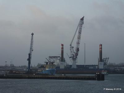 BLUE ANTARES & Platform FRIEDRICH ERNESTINE Cuxhaven PDM 16-12-2014 08-34-39