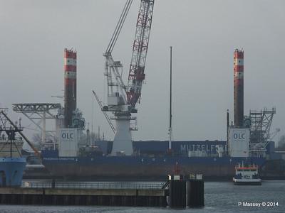 BLUE ANTARES & Platform FRIEDRICH ERNESTINE Cuxhaven PDM 16-12-2014 08-34-35