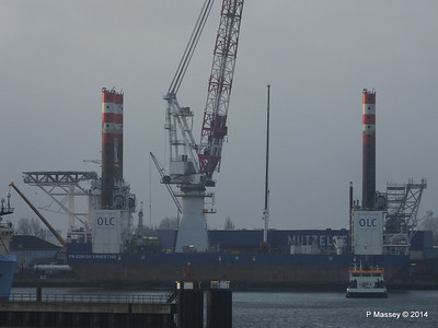 BLUE ANTARES & Platform FRIEDRICH ERNESTINE Cuxhaven PDM 16-12-2014 08-34-31