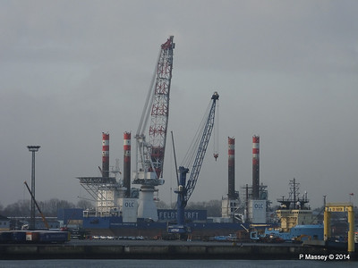 BLUE ANTARES & Platform FRIEDRICH ERNESTINE Cuxhaven PDM 16-12-2014 08-35-46