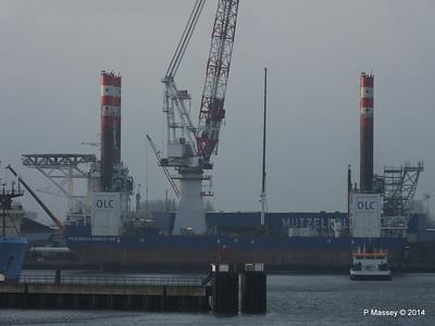 BLUE ANTARES & Platform FRIEDRICH ERNESTINE Cuxhaven PDM 16-12-2014 08-34-33