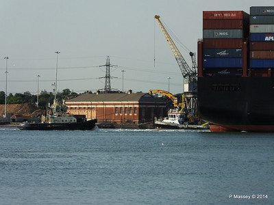 SVITZER FERRIBY APL RAFFLES Southampton PDM 20-06-2014 19-21-13