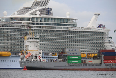 FRANCOP Departing Passing HARMONY OF THE SEAS Southampton PDM 20-05-2016 17-14-57