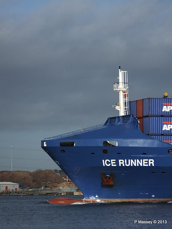 ICE RUNNER Arriving Southampton PDM 20-12-2013 12-12-23