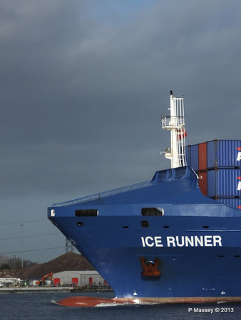 ICE RUNNER Arriving Southampton PDM 20-12-2013 12-12-26