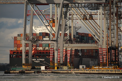 BREMEN EXPRESS through Cranes Southampton PDM 11-02-2016 13-15-28