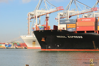 SEOUL EXPRESS Arriving Passing NYK HYPERION Southampton PDM 24-02-2016 11-26-053